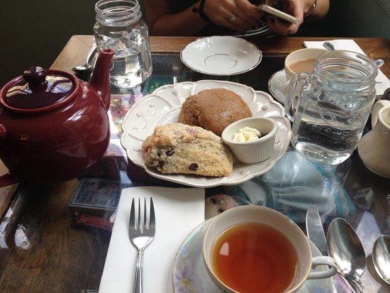 Alice's Tea Cup: Scones and tea