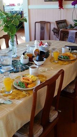 Hilo Honu Inn Bed and Breakfast: Breakfast
