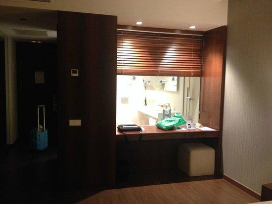 Hotel Eurostars Mar de Vigo: Vista del baño desde la cama