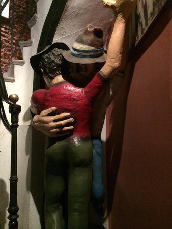 Lugar Gay : У входа