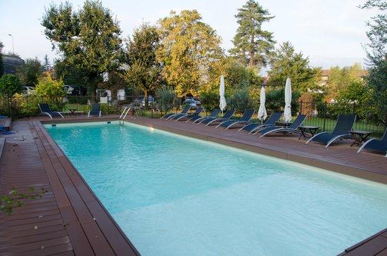 La piscine picture of chateau spa de la commanderie for Piscine d eybens
