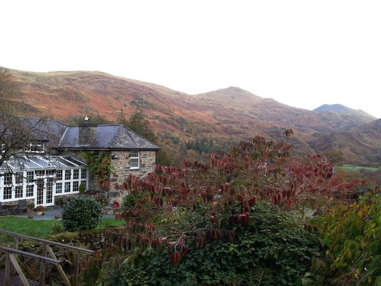 Sygun Fawr Country House: View of the hotel from the garden