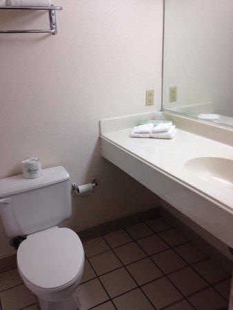 Extended Stay America - San Antonio - Airport Bathroom