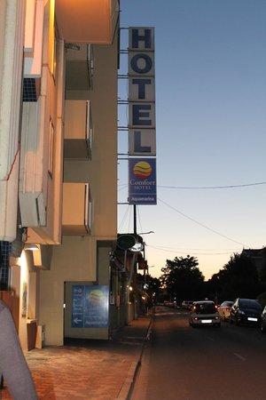 Comfort Hotel Aquamarina : Hôtel de l'extérieur