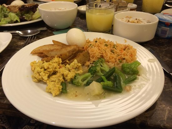 Svelte Hotel and Personal Suites: Breakfast buffet