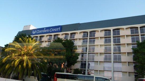 Garden Court Nelson Mandela Boulevard: autre facade face au port de loin