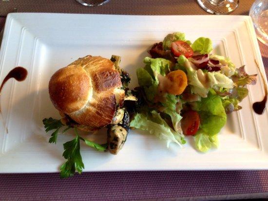 Auberge des Vignerons: Briochette d escargots et champignons