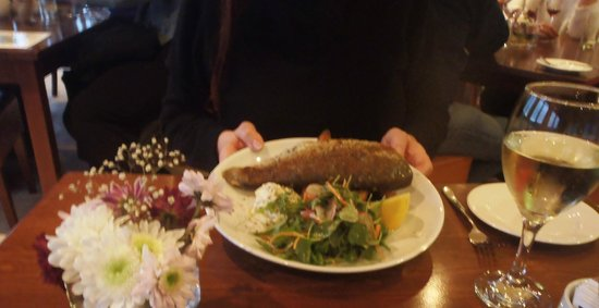 Venachar Lochside : Whole baked trout with new potatoes & salad