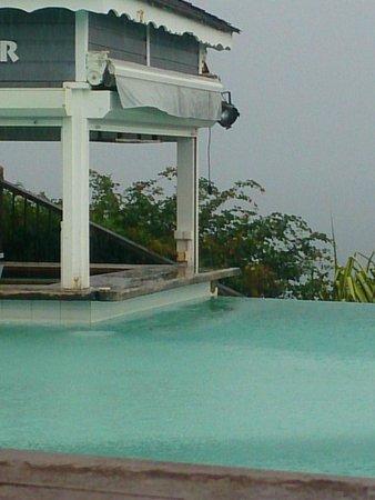 La Toubana Hotel & Spa: prise électrique àmoin de 60cm de l'eau