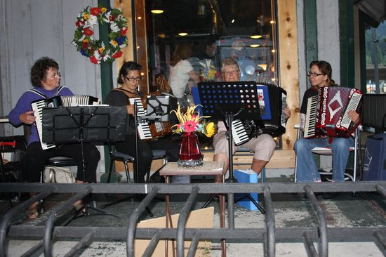 City Limits Pub: Playing on the patio
