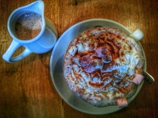 Cwtch Cafe: Deluxe Hot Chocolate at Cwtch