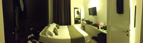 Navona Suites: Smaller Room