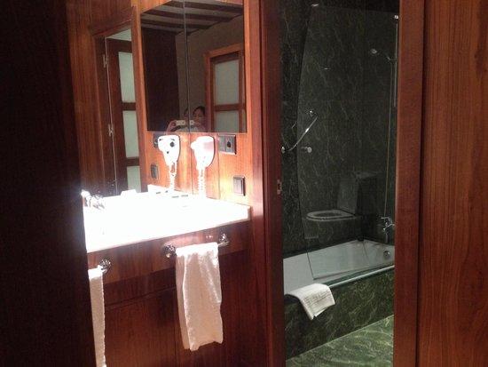 Hotel Dona Brigida: bathroom area