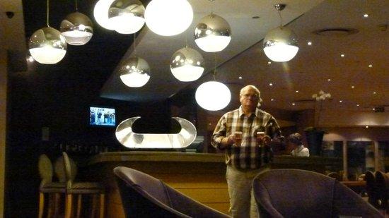 Holiday Inn Express Pretoria-Sunnypark: en attendant les chambres pendant deux heures