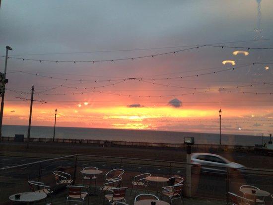 The Royal Boston Hotel : Beautiful sunset at Blackpool, take me back