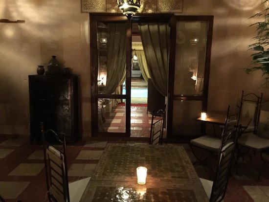 Riad Aladdin: Evening dinner service