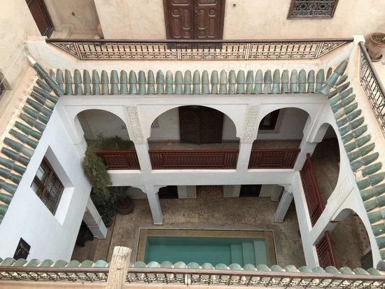 Riad Aladdin: Terrace view into lobby