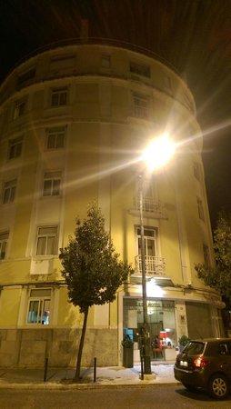 Hotel Princesa Lisboa Centro : hotel at night
