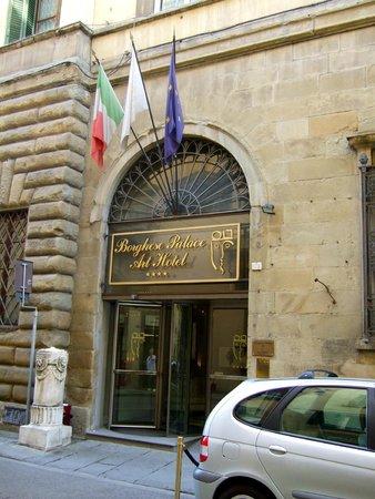 Borghese Palace Art Hotel: Facade of hotel on Via Ghibelline