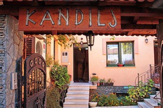 Kandilj Pension: Entrance