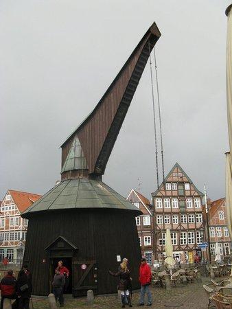 Alter holzkran am fischmarkt bild von hansehafen stade for Am fischmarkt