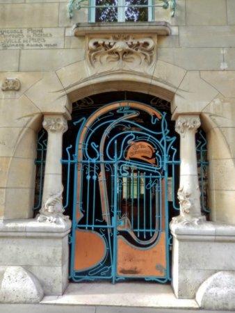 Context Paris Tours : one of the art nouveau buildings we studied