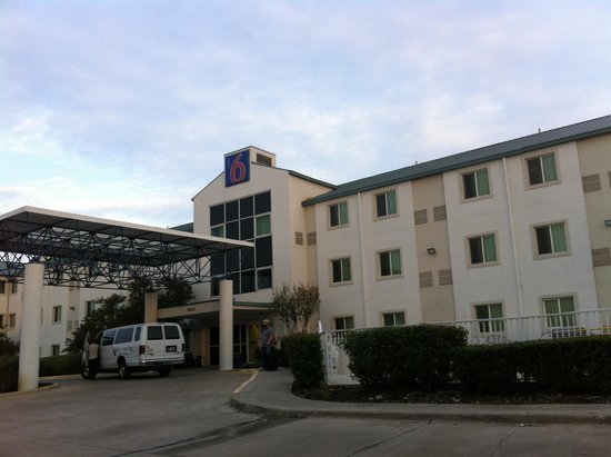 Motel 6 Dallas - Ft Worth Airport North: entry