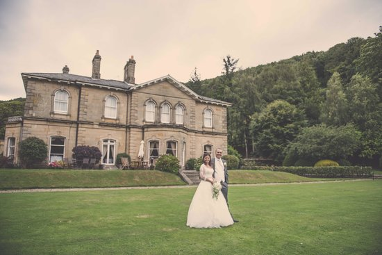 Hackness Grange Country House Hotel : The Happy Couple