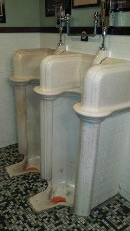 Stanley's Northeast Bar: No splashing allowed!
