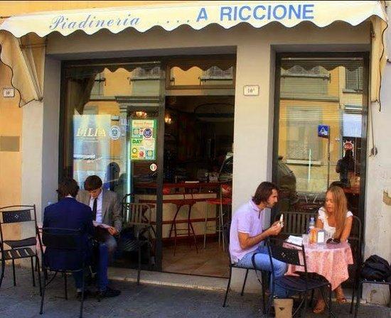 Piadineria romagnola a riccione reggio emilia for Restaurant reggio emilia