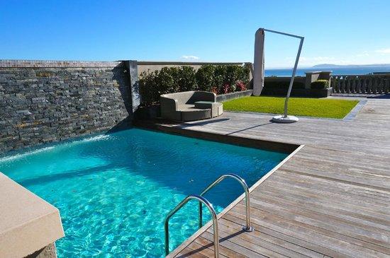 Terrazza con piscina privata dell 39 attico picture of cape royale luxury hotel cape town - Attico con piscina ...