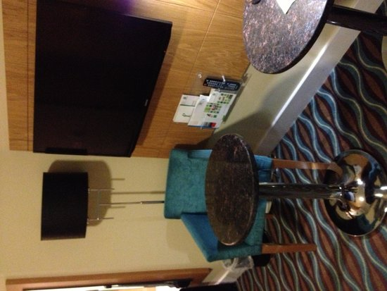 Holiday Inn Birmingham City Centre: Mucho mobiliario