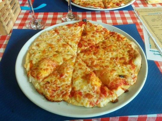 Pizzeria La Bambina: margherita pizza