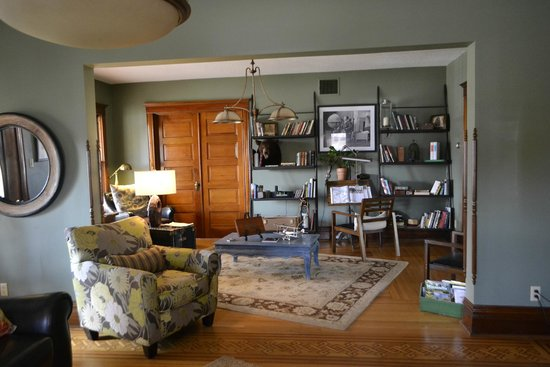 Turning Waters Bed, Breakfast and Adventure: Library area