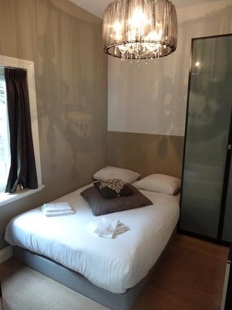Canal Boutique Apartments: chambre