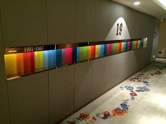 Aloft Dalian: エレベータホール