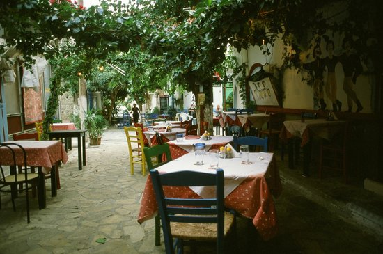 Restaurant Katerina : The restaurant is very romantic in the evening.