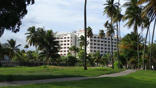 Embassy Suites by Hilton Dorado del Mar Beach Resort: Arrival View of Hotel