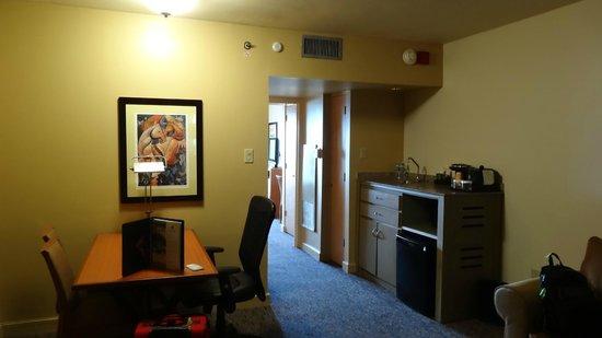 Embassy Suites by Hilton Dorado del Mar Beach Resort: Suite Interior