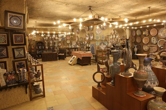 Sultans Ceramic: One less expensive showroom