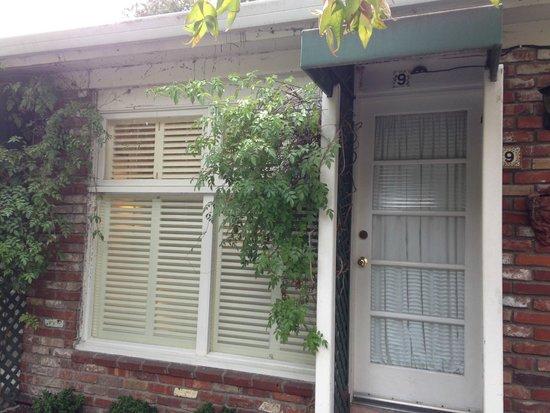 Carmel Garden Inn: Exterior of our room