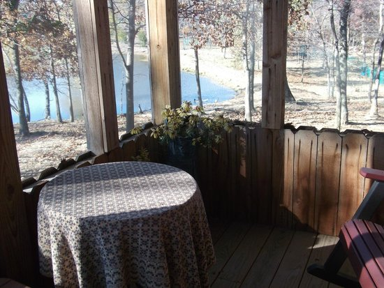 Mayview, MO : Screened in porch overlooking pond and ducks