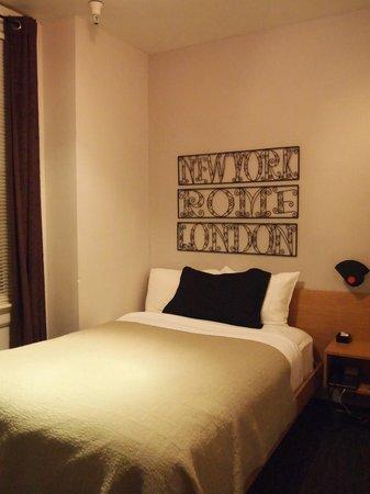 Touchstone Hotel - City Center: ベッド