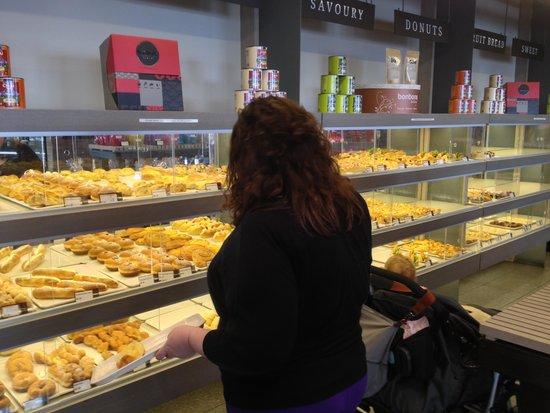 Cheltenham, Australia: A great selectionof serve yourself cakes