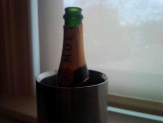 Quatrefoil : Chilled Moet et Chandon Champagne