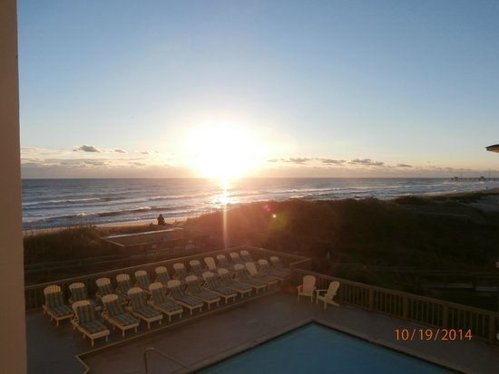 Surf Side Hotel : View of sunrise from balcony