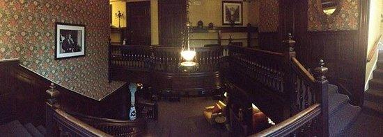 Longwood Inn : entrance hall