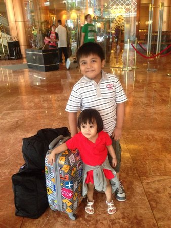 """Eastwood City : Neo and Yoona, my """"pamangkins"""" enjoyed their stay at this fabulous hotel."""