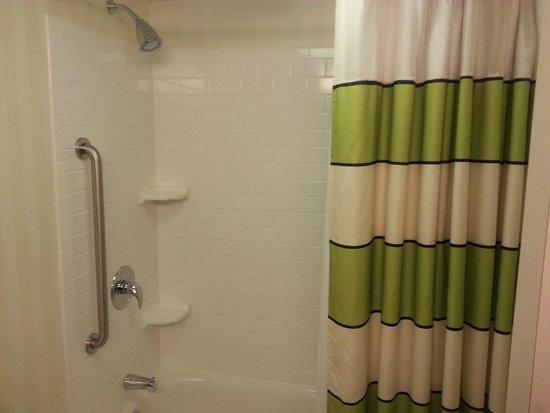 Fairfield Inn & Suites Plainville: Nice shower/tub