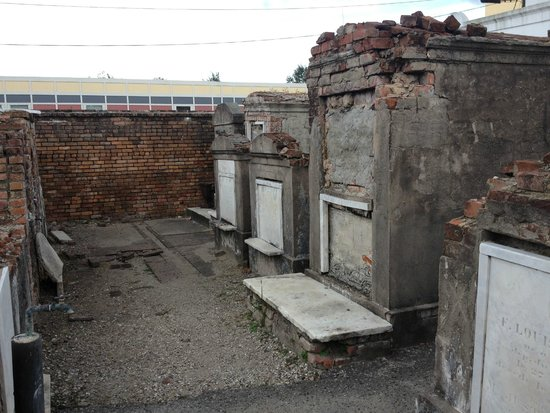 Historic New Orleans Tours : St Louis Cemetary #1